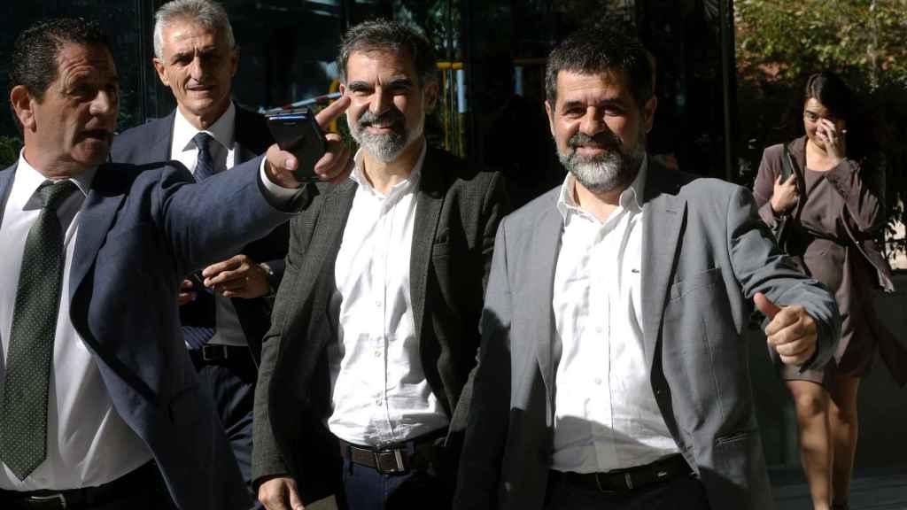 Sánchez y Cuixart abandonan la Audiencia Nacional el pasado viernes tras declarar como investigados