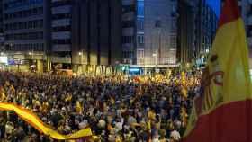 Cientos de personas se concentraron ante las puertas de la comandancia de la Guardia Civil de Zaragoza