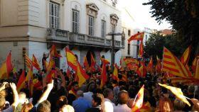 La manifestación, frente al ayuntamiento de Mataró.