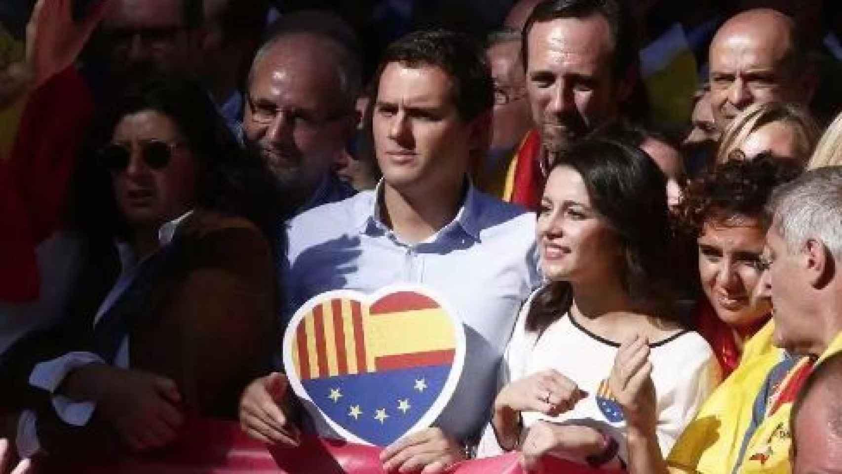 Rivera, junto a Inés Arrimadas en la manifestación.