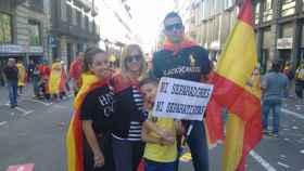 Montse ha venido con sus hijos y su marido haciendo autostop a la manifestación desde su casa.
