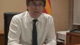 Carles Puigdemont en su despacho. Foto: Reuters