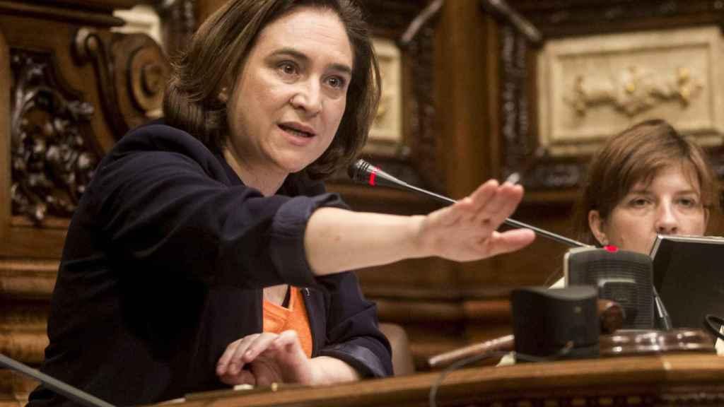La lista de Colau, donde se integra Podem, incluye la legalización de la prostitución en su programa.