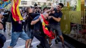 Enfrentamientos hoy en Valencia en la manifestación alternativa del 9 de octubre.
