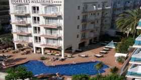 El Hotel Las Palmeras es uno de los tres hoteles de Calella que la semana pasada expulsó a 500 agentes.