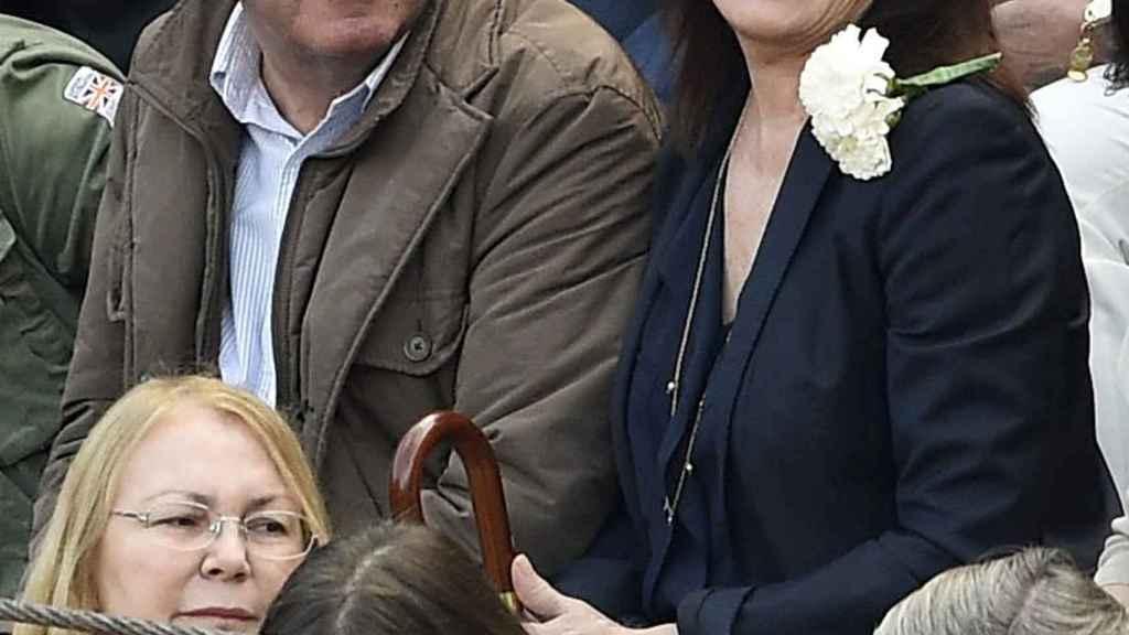Luis Miguel Rodríguez y Carmen Martínez Bordiú en los toros.