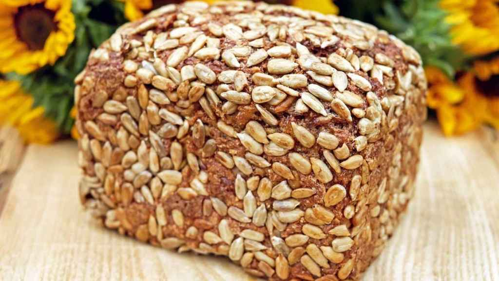 Un gran trozo de pan de trigo.