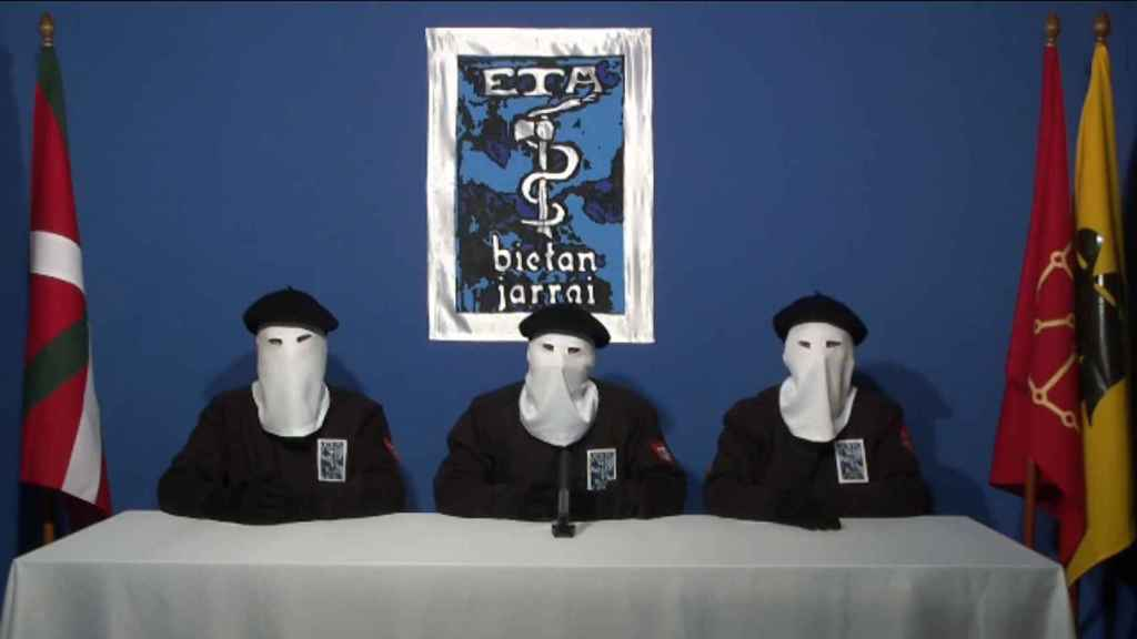 Miembros de ETA en el mensaje sobre su cese definitivo de la violencia.