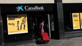 Imagen de una sucursal de Caixabank.