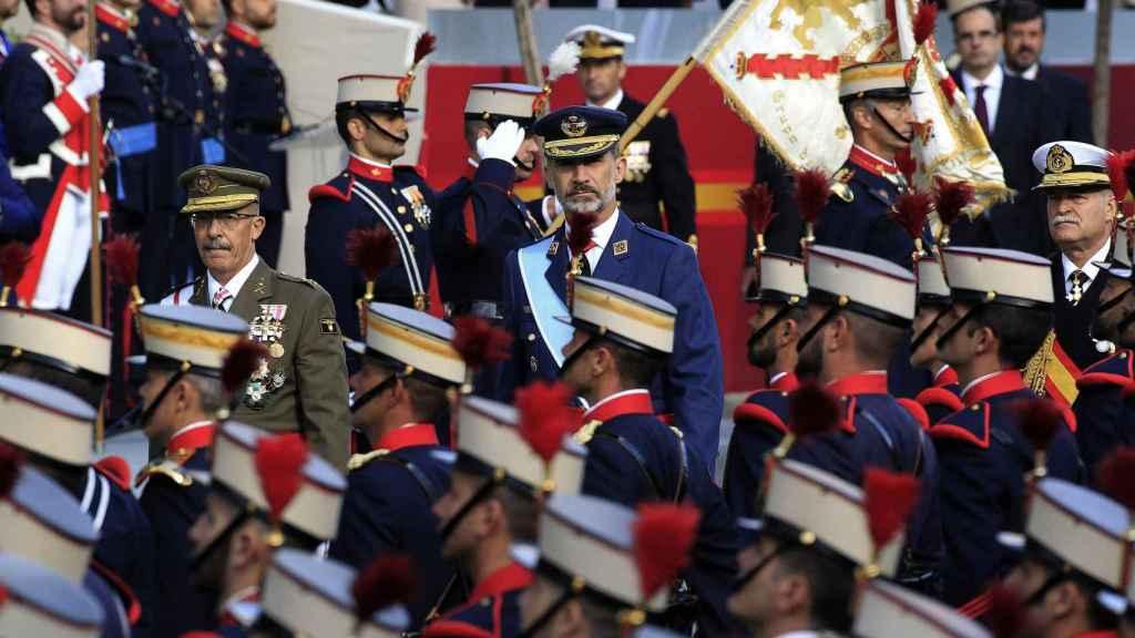 El rey Felipe preside el desfile del Día de la Fiesta Nacional.