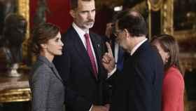 El presidente del Gobierno con los Reyes Felipe VI y Letizia.