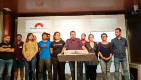 Quim Arrufat, junto a otros representantes de la CUP, en una comparecencia ante los medios.