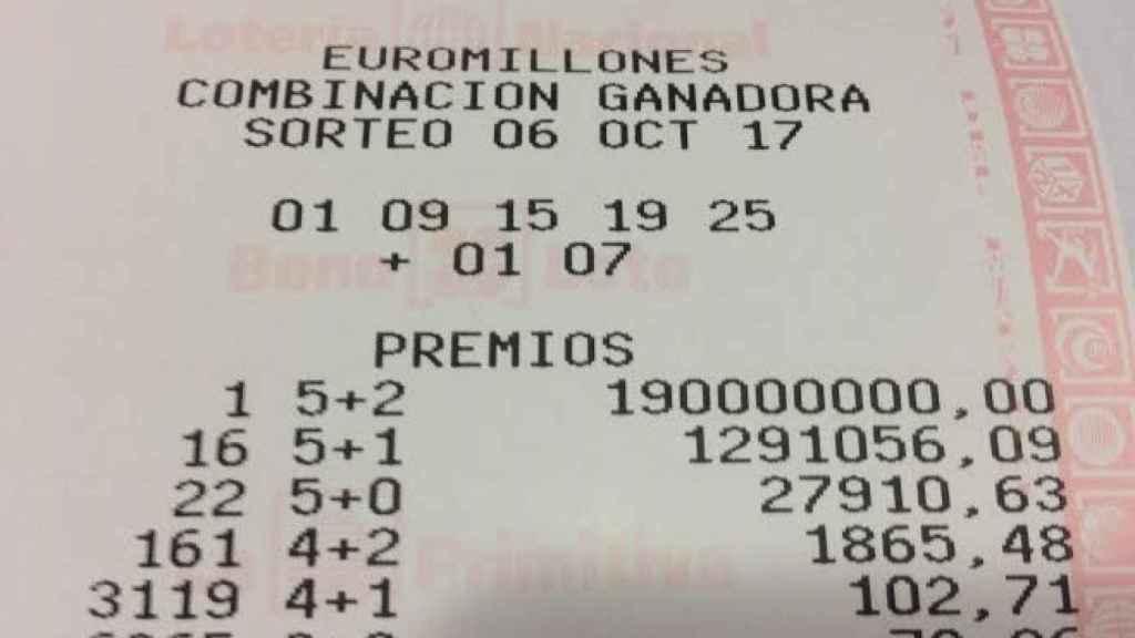 Copia del boleto premiado con 190 millones de euros.