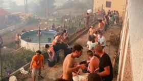 Cadena humana de vecinos de Bayona que evitó que las llamas llegaran a las casas del municipio pontevedrés