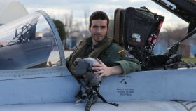 Fernando Pérez, a bordo de uno de los aviones del Ala 12 del Ejército del Aire.