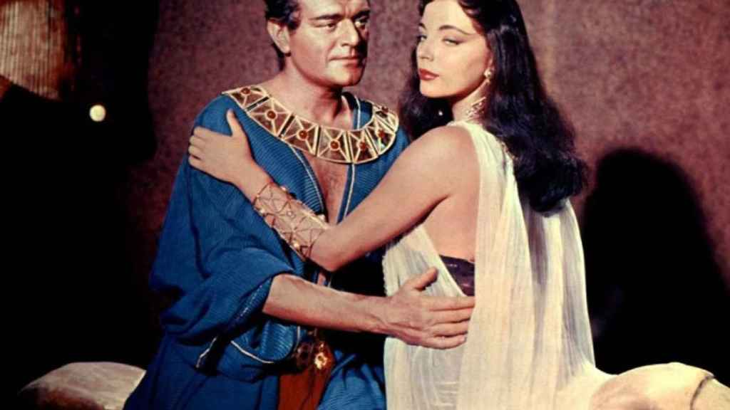 Joan Collins perdió el papel de Cleopatra por no acostarse con un productor.