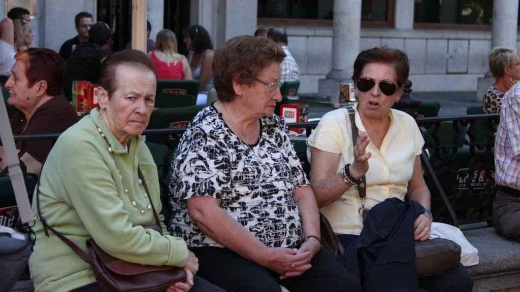 Grupo de personas mayores.
