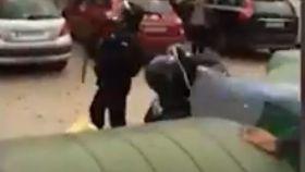 La Guardia Civil arresta a una persona por patear la cabeza a un agente el 1-O