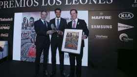 El director de EL ESPAÑOL, Pedro J. Ramírez, el tenista Rafa Nadal y el presidente de Mapfre, Antonio Huertas.
