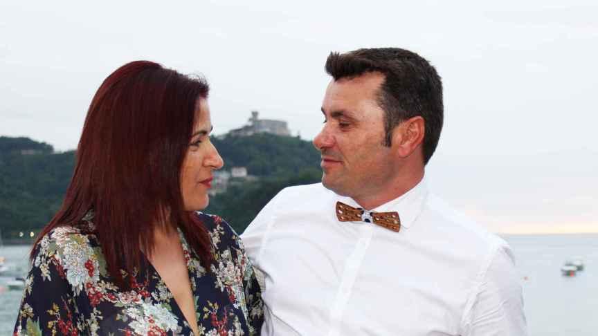 Loli y Richi, los 'culpables' de 'El mono con pajarita'.