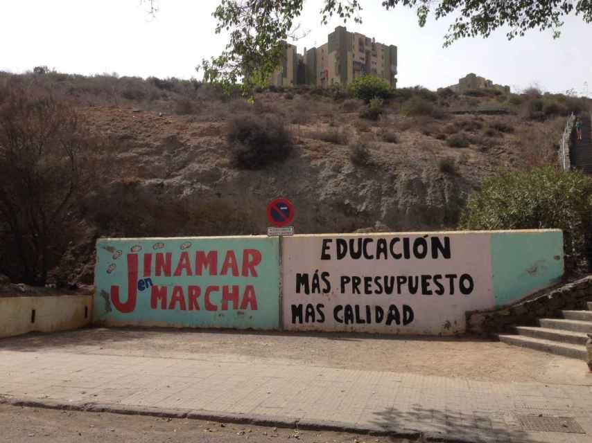 Los vecinos del valle de Jinámar reclaman mayores inversiones públicas en servicios sociales y educación.