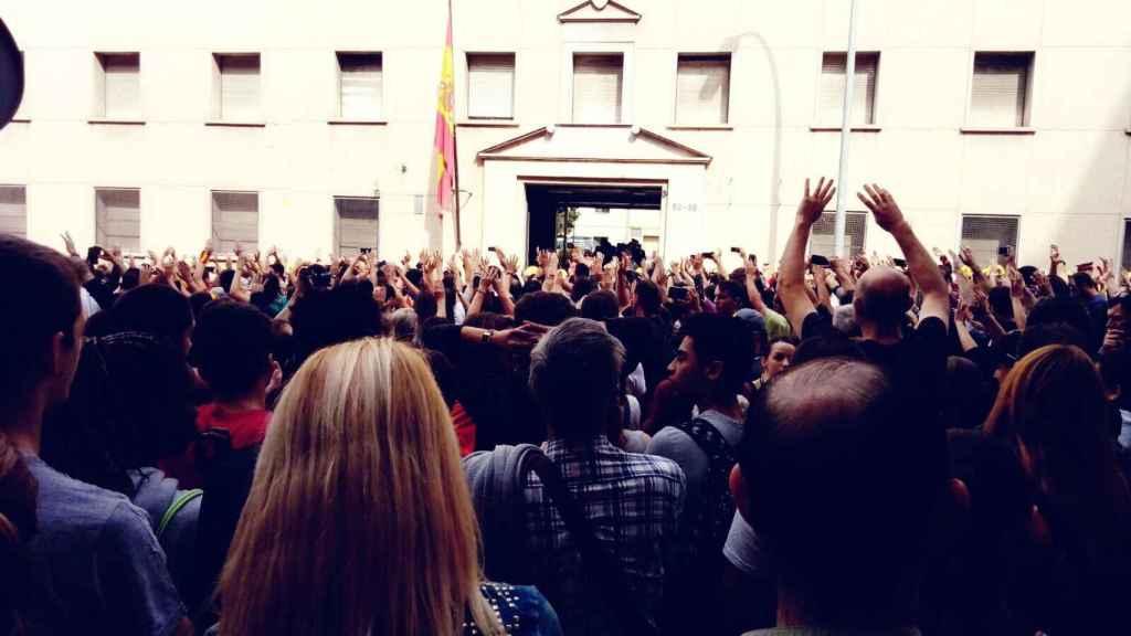 Escrache contra un cuartel de la Guardia Civil en Barcelona.