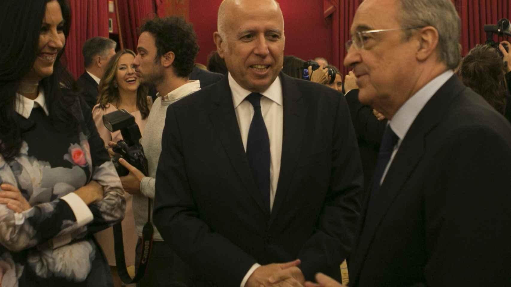 Eva Fernández, Consejera Delegada de EL ESPAÑOL dialoga con Hilario Albarracín, Presidente de KPMG en España y Florentino Pérez, Presidente del Real Madrid.