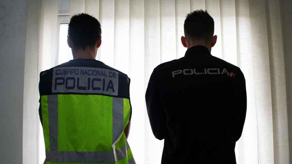 Dos policías nacionales que trabajan en la provincia de Barcelona.