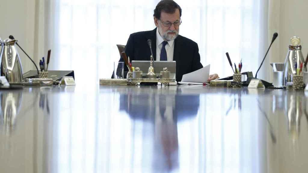Rajoy durante el Consejo de Ministros extraordinario
