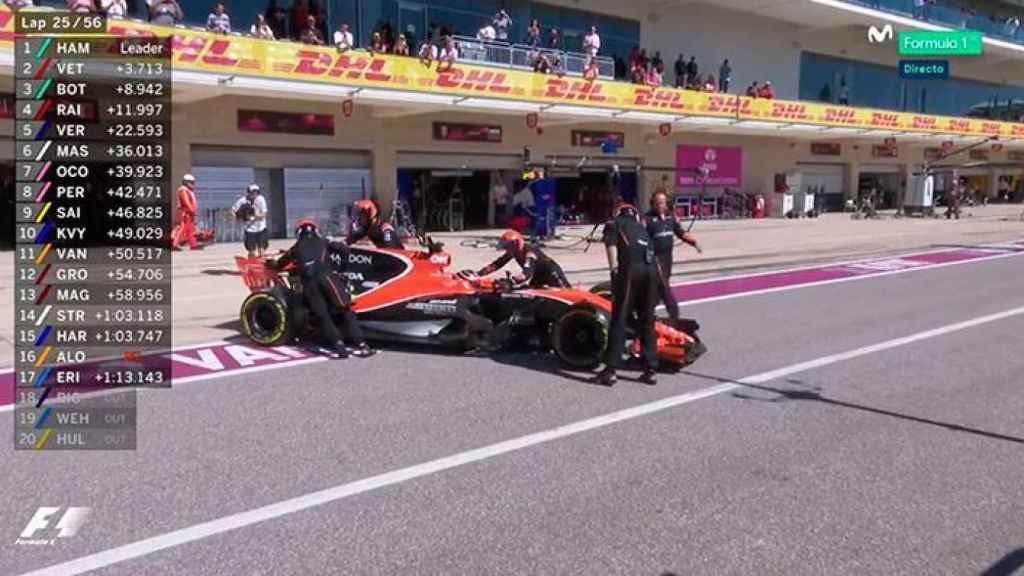 Fernando Alonso abandona en boxes.
