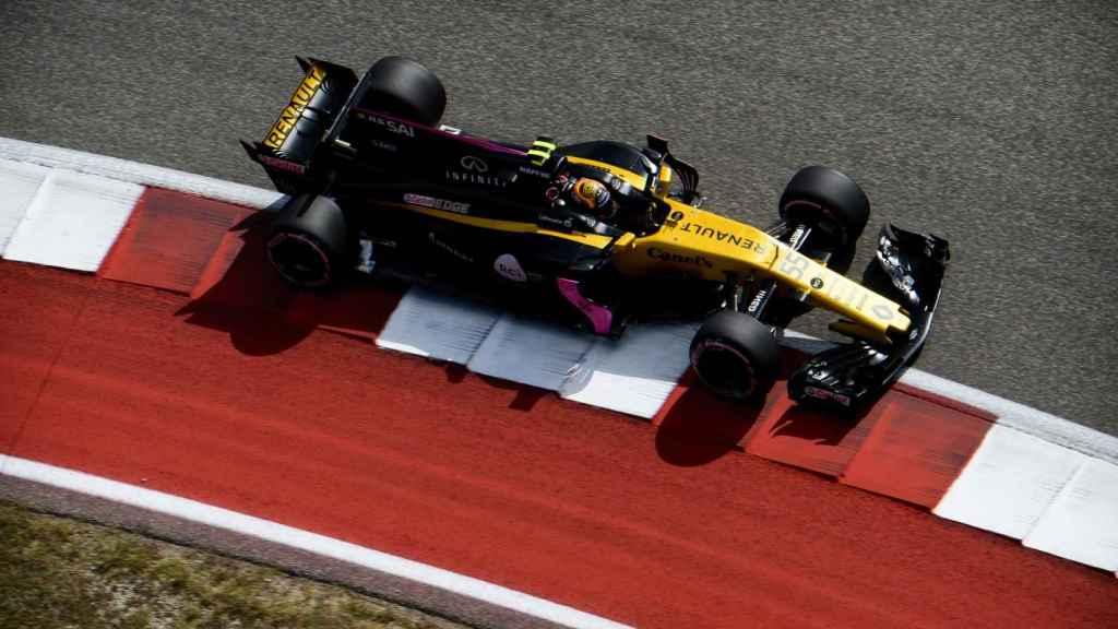 El Renault de Carlos Sainz, durante la clasificación.