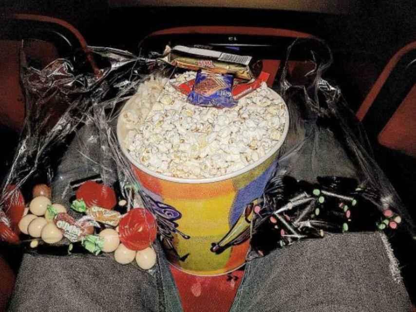 Captura de la foto de Alborán en el cine.