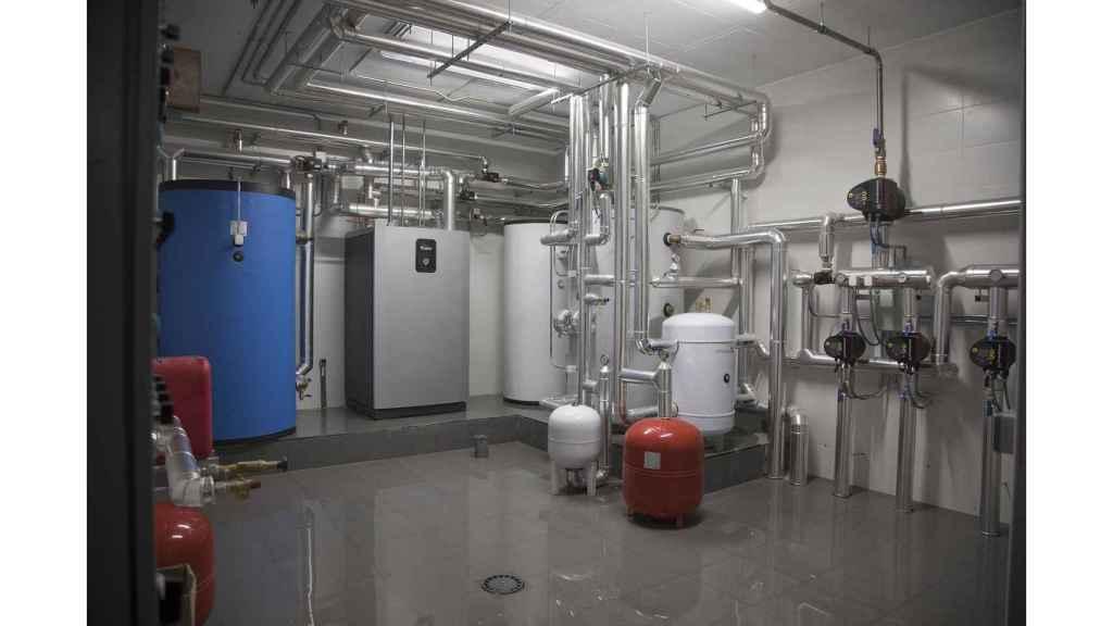 Una instalación de geotermia para calentar y enfriar un edificio de 30 viviendas.