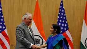 Rex Tillerson y Sushma Swaraj en la conferencia de prensa en Nueva Delhi.