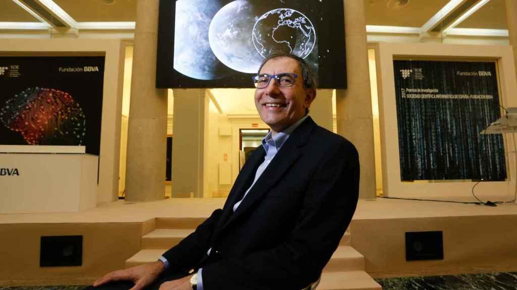 Dimitar Sasselov; de profesión: cazaplanetas