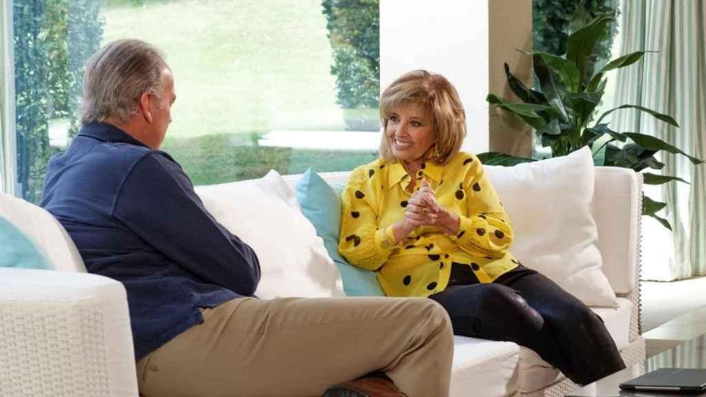 Un momento de la entrevista con María Teresa Campos.