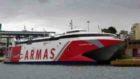 Un ferry en el puerto de Motril