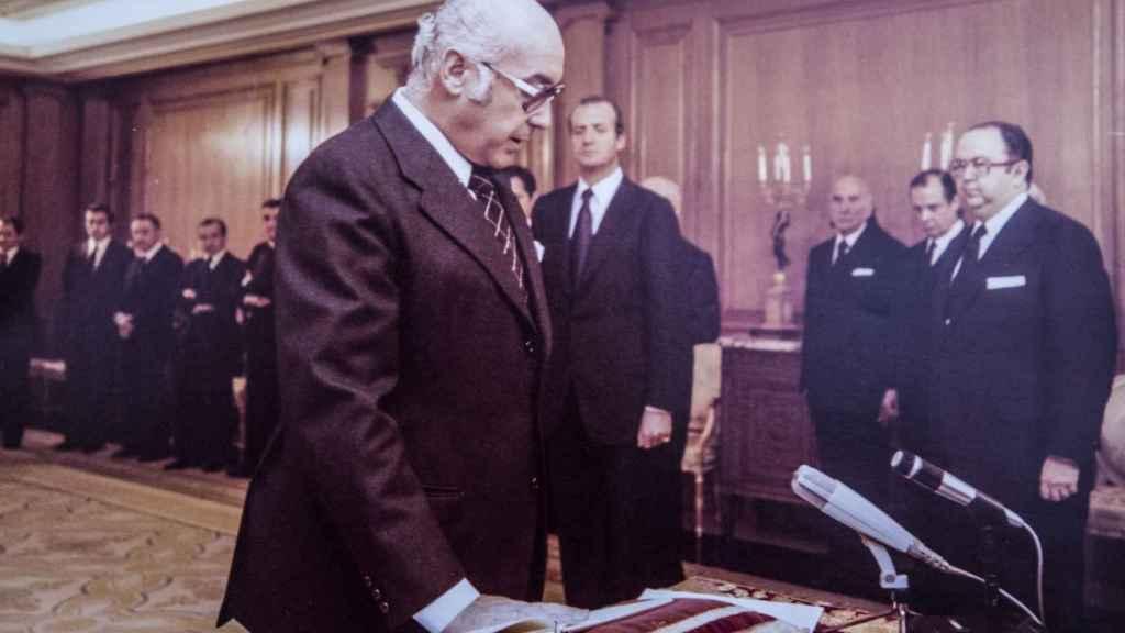 Manuel Clavero jurando su cargo como ministro de Cultura.