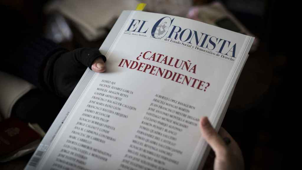 Un ejemplar de 'El Cronista' donde numerosas firmas opinan sobre el conflicto catalán, la reciente lectura de Clavero.