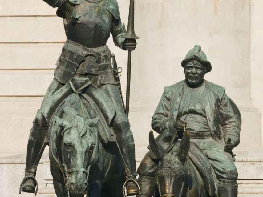 Don Quijote y Sancho Panza, en una representación escultórica.