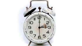Un buen reloj en el proceso de cambio de las dos a las tres.