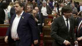 Puigdemont y Junqueras, en una imagen de archivo en el Parlament.