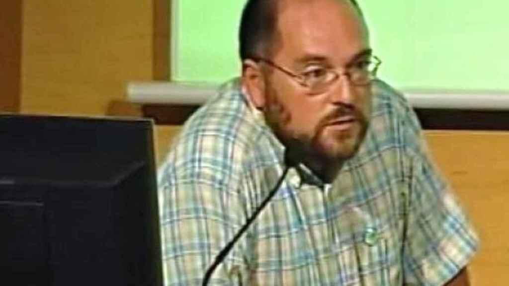 Fermín Sánchez Agurruza se desempeña como profesor.