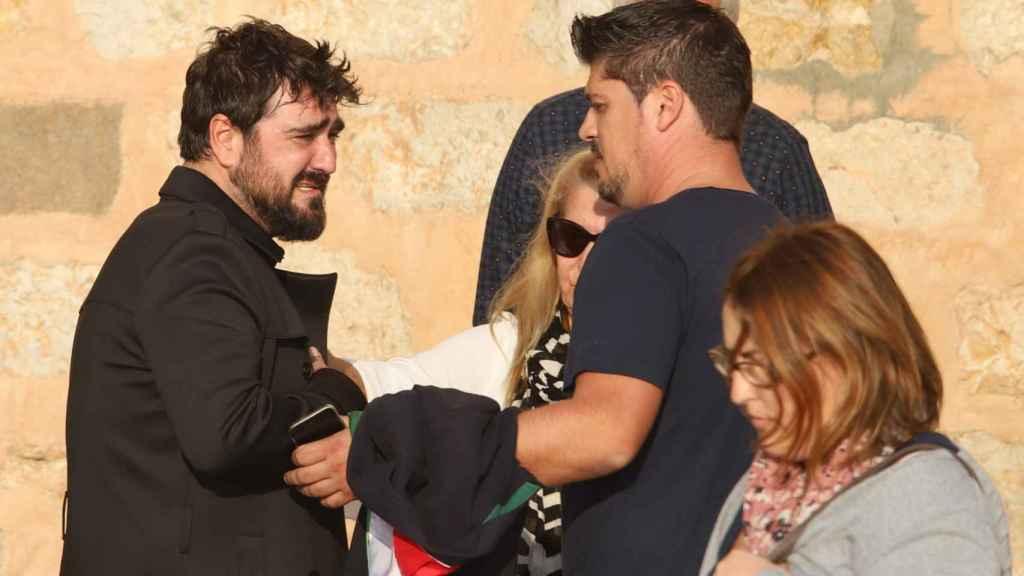Antonio Orozco en el funeral de Susana.
