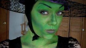 Una 'youtuber' se disfraza de la bruja de 'El mago de Oz'.