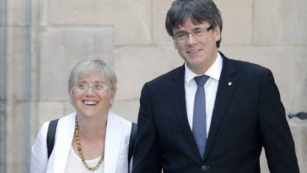 La consellera Clara Ponsati junto al expresidente Puigdemont.