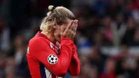 Griezmann lamenta una ocasión errada durante el encuentro. / Reuters