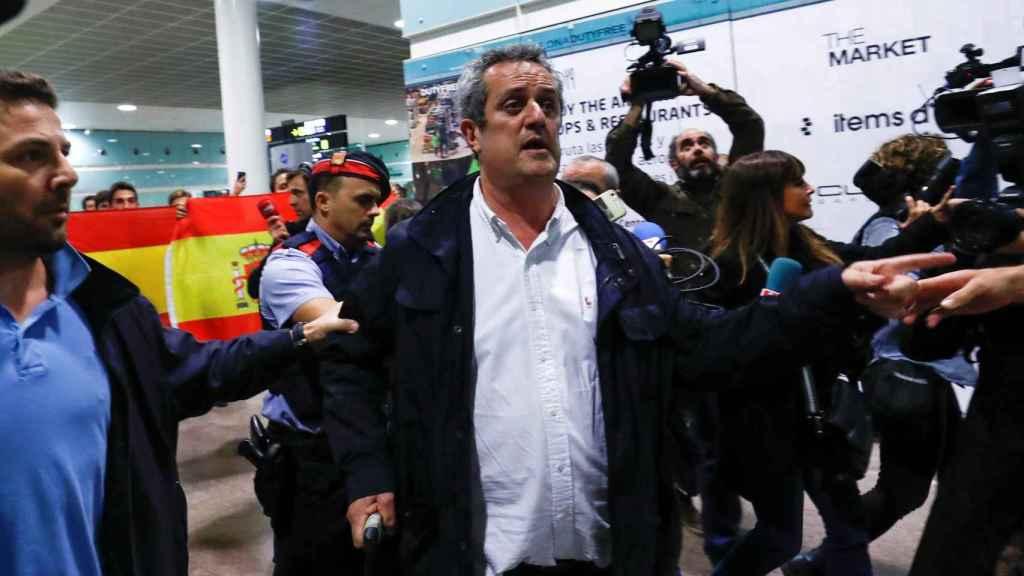 Joaquim Forn a su llegada al aeropuerto del Prat.