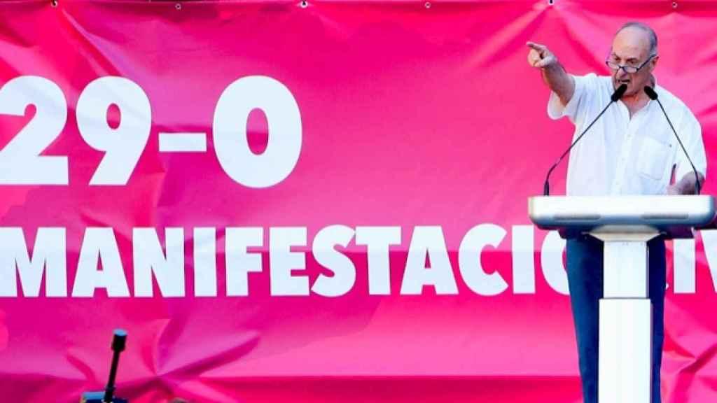 El ex secretario general del PCE Paco Frutos en una manifestación de Societat Civil Catalana.