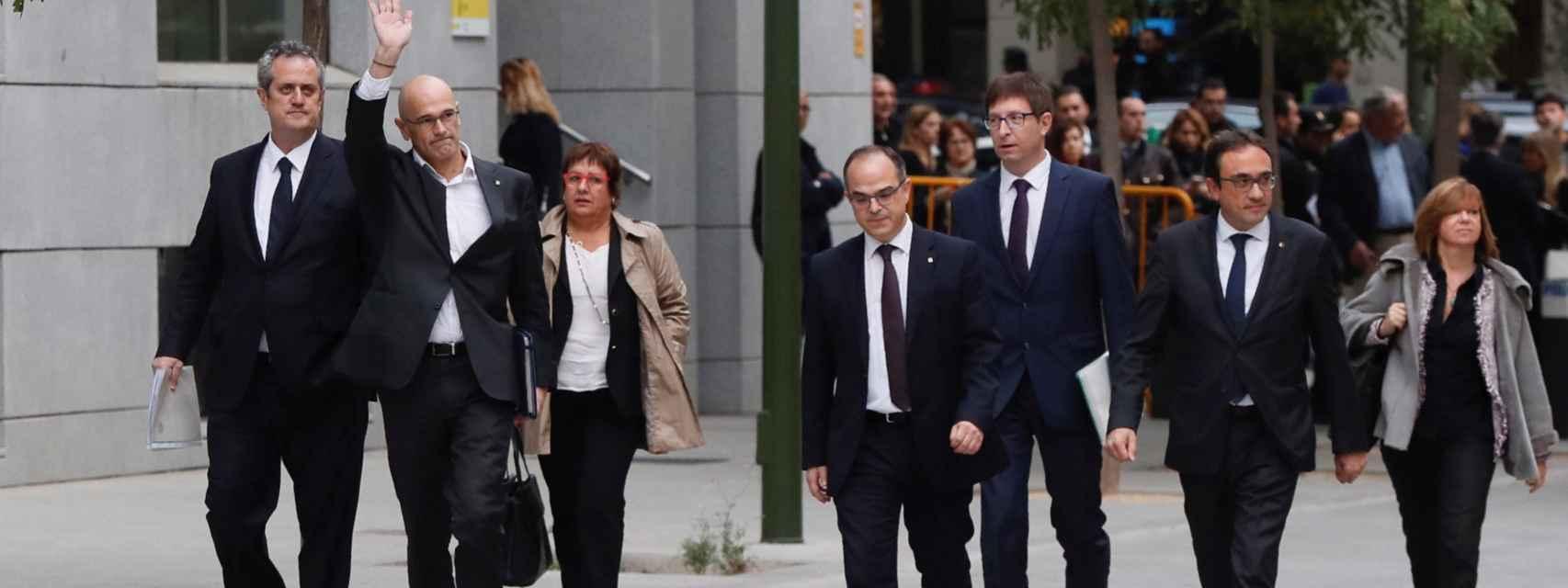 Joaquín Forn, Raül Romeva, Dolors Bassa, Jordi Turull, Josep Rull y Meritxell Borrás a su llegada a la sede de la Audiencia Nacional